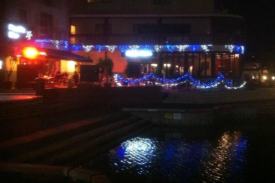 Waterways Cafe & Bar: Night lights