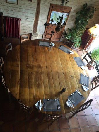 La Tuilerie: Huge Dinner table
