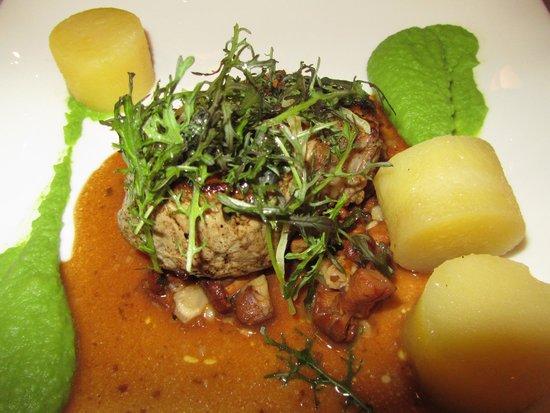 Le Rive Sud : Pièce de veau rôtie, chanterelles aux amandes, purée de petits pois, pommes de terre confites au