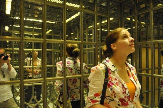 The Oberoi Amarvilas: mirror paneled elevator