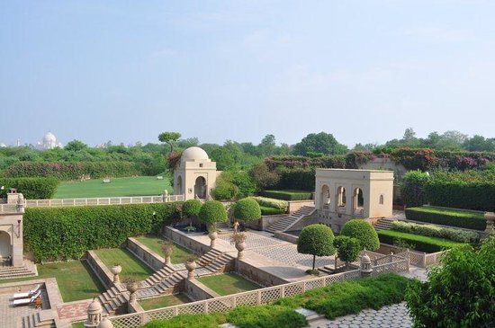 The Oberoi Amarvilas: gardens over pool area