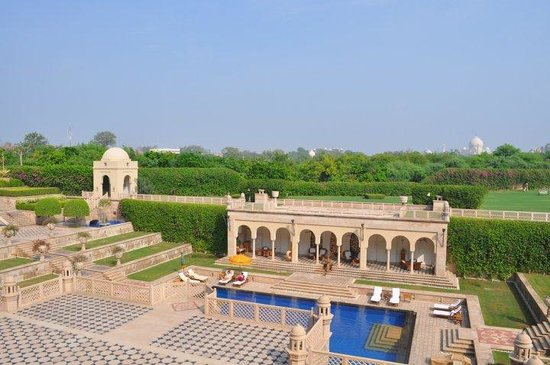 The Oberoi Amarvilas: pool and gardens
