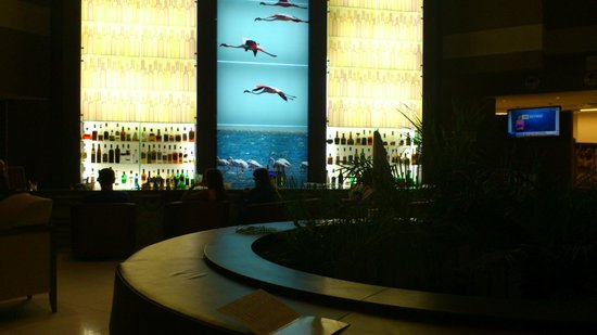 Doubletree by Hilton Olbia: le bar de l'hôtel by night
