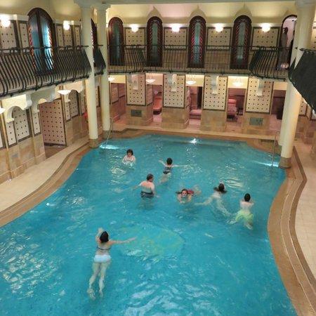 Corinthia Hotel Budapest: Piscine de l'espace spa