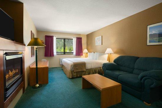 Howard Johnson Express Inn - Leavenworth : Single King Bedroom