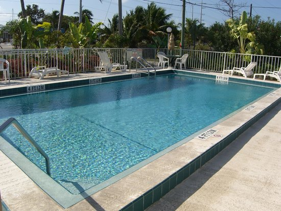 Sea Dell Motel : Climate controlled fresh water pool