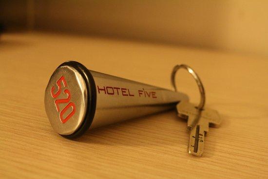 Hotel Five: chave quarto