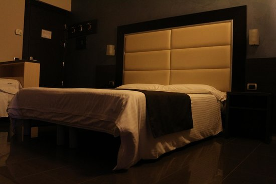 Hotel Five: quarto