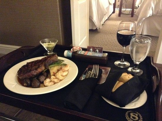 Sheraton Suites Calgary Eau Claire : In room dining - came fast and was delicious