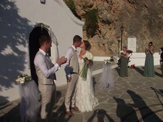 Agios Pavlos Beach (Saint Paul): wedding outside the beautiful chapel