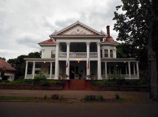 Laurium Manor Inn: Exterior Laurium Manor