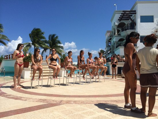 The Royal Playa del Carmen: Before a game at the pool