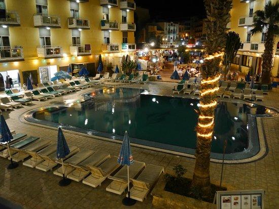 San Pawl Hotel: Pool Nightime