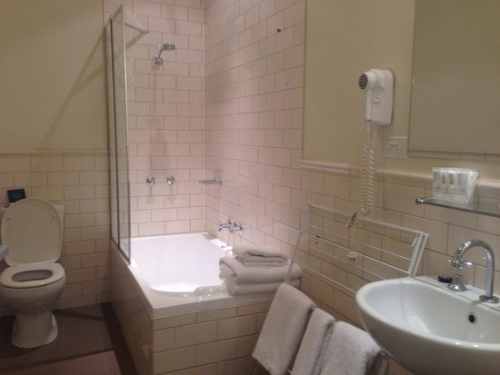Quest Launceston : Bathroom - super clean and modern
