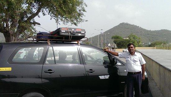 Rajasthan Four Wheel Drive Pvt. Ltd.: Notre chauffeur Naru SKEHAWAT