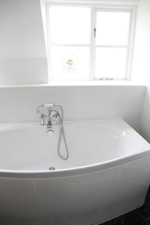 Dial House Hotel : Bath in room 9