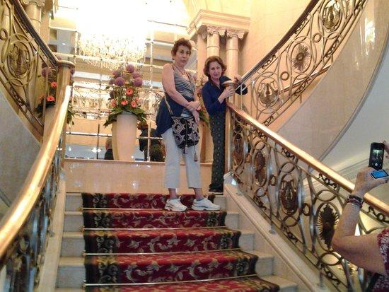 Corinthia Hotel Budapest: escalera de acceso