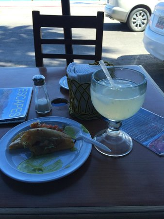 Restaurantes Bismark: My first couple tacos and drink