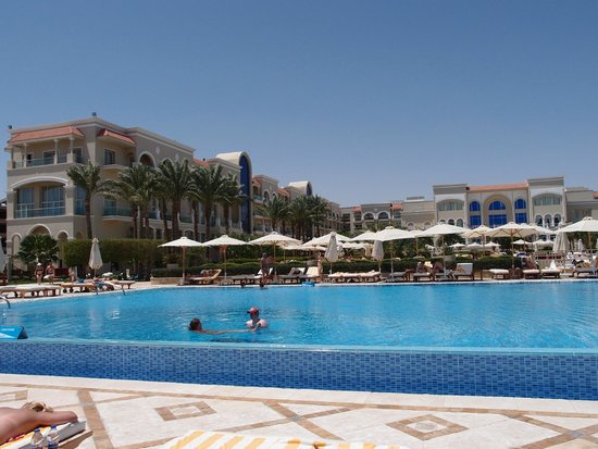 Sensimar Premier Le Reve: Salt water pool