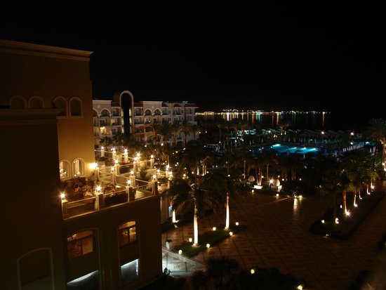 Sensimar Premier Le Reve: Night view from room 2506