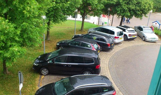 H+ Hotel Limes Thermen Aalen: Parking lot Ramada Aalen hotel
