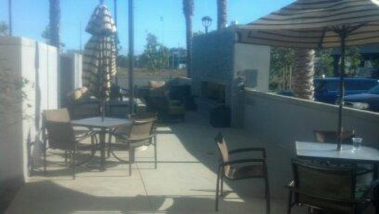 Hyatt House Los Angeles/El Segundo: outdoor fireplace and chairs