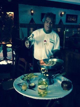 La Habichuela Centro: Muse cooking bananas flambé