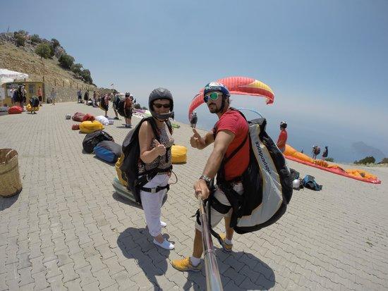 Suncity Hotel & Beach Club: Ready to para glide