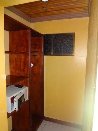Linda Vista Hotel: Closet