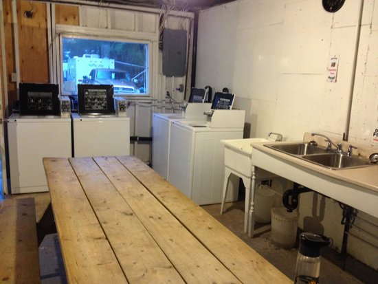 Ponderosa Pines Campground: Laundry - 2