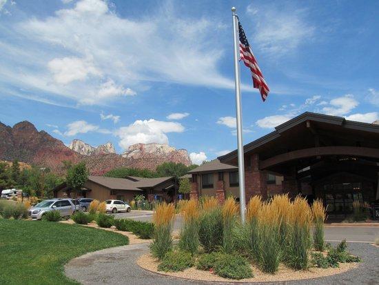 Hampton Inn & Suites Springdale Zion National Park: Hampton Inn exterior