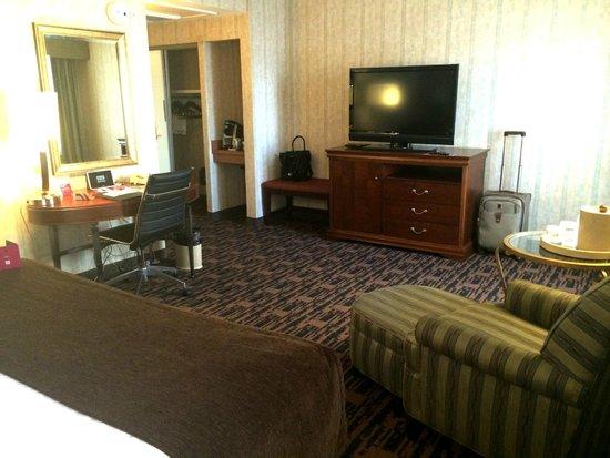 Crowne Plaza Houston Downtown: Standard King Bedroom