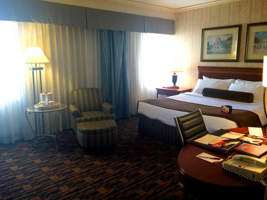 Crowne Plaza Houston Downtown: King Bed