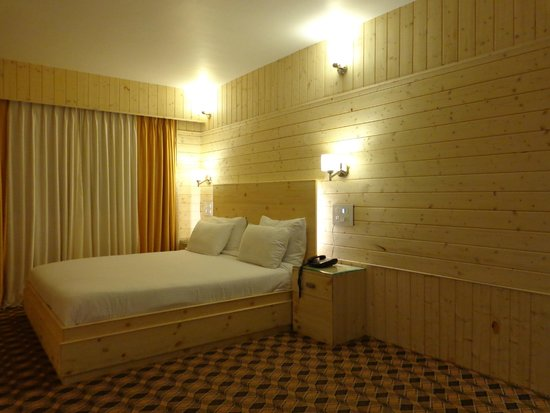 Hotel Mirage : Master Sleep area with king bed