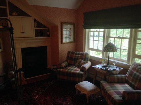 The Inn at Weston : Tuttle Room sitting area