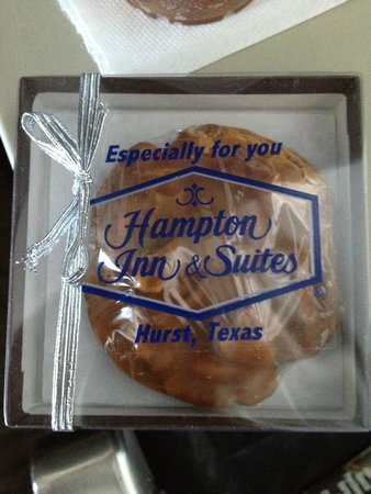 Hampton Inn & Suites Dallas-DFW ARPT W-SH 183 Hurst: Great Pecan Treat!