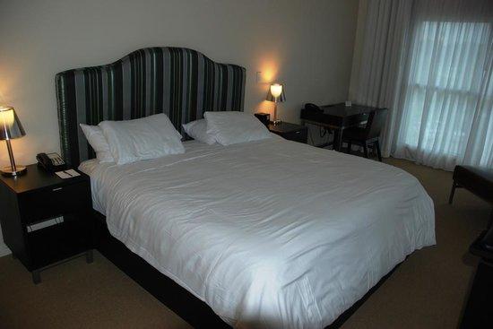 Melia Orlando Suite Hotel at Celebration: King bed