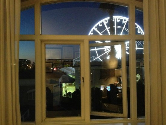 Victoria & Alfred Hotel : Vista do quarto de noite