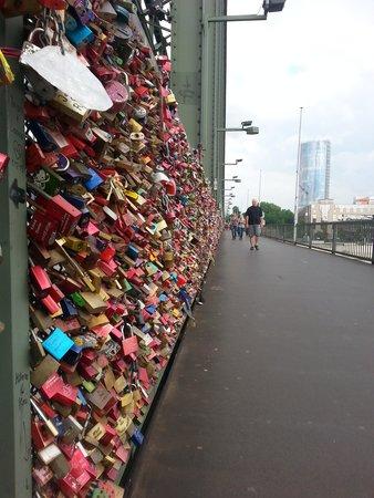 Kölner Dom: Bridge with locks