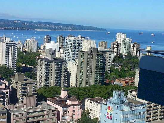 Blue Horizon Hotel : View of English Bay from the 30th floor