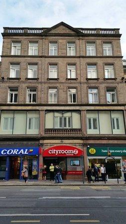 Cityroomz Edinburgh : Main entrance and general building view.