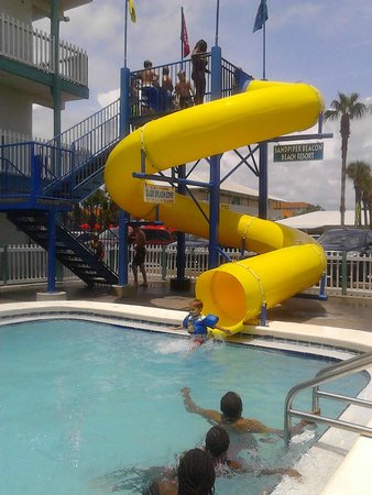 The Sandpiper Beacon Beach Resort : water slide