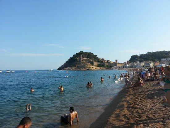 Golden Bahia de Tossa : Пляж (вид на замок)