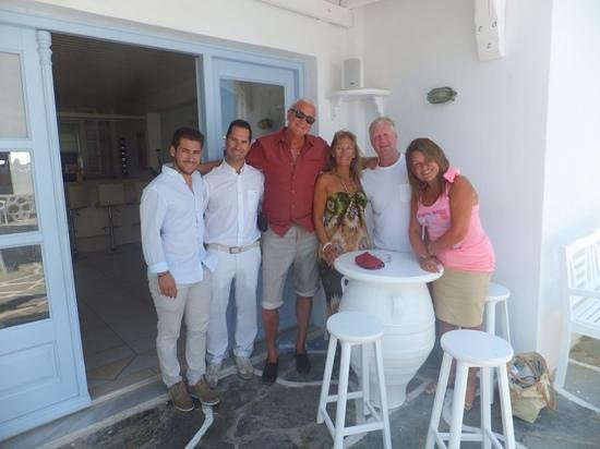 Aeolos Mykonos Hotel: George, Panos, Me & My Wife & our 2 friends Dave & Deb