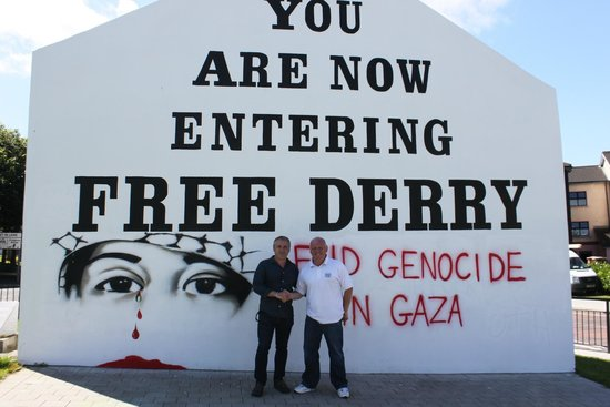 Bogside History Tours: Free Derry wall with Paul D.