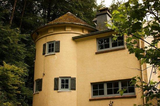 Le Manoir De Morimont: rooms (from outside)