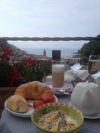 Villa Lara: Brekkie with a view