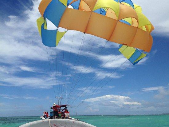 Bavaro Princess All Suites Resort, Spa & Casino: parasailing