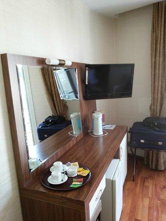 Aspen Hotel: room