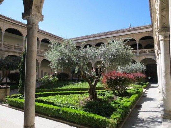 Museo de Santa Cruz: 中庭